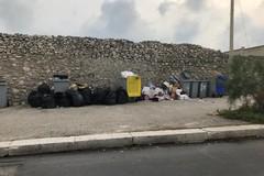 Abbandono selvaggio dei rifiuti, sanzionati due esercizi commerciali (FOTO)