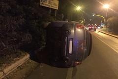 Incidente sulla litoranea per Bari, auto si capovolge su un lato