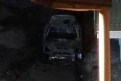Fiamme distruggono un'altra auto: è il secondo incendio in 24 ore