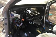 Ladri d'auto smontano una Peugeot 308: recuperata dalla Polizia Locale