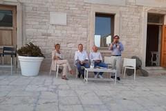 """""""Portati una sedia"""": il 20 agosto anche Giobbe Covatta e Silvia Mezzanotte a Giovinazzo"""