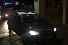Tentata rapina a Menga Petroli, poi l'incendio della Fiat Tipo