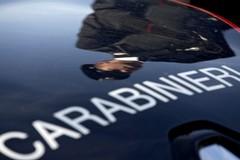 Assalto al furgone: ladri in fuga con pacchi e lettere