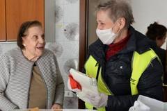 Coronavirus, finti tamponi e autodichiarazioni: le nuove truffe agli anziani