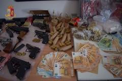 Armi, droga e soldi: incastrati in tre dopo il pedinamento della Polizia
