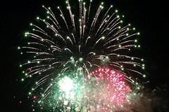 Tutti col naso in su: in migliaia a Ponente per i fuochi d'artificio