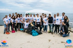 Il lungomare di Ponente ripulito dai volontari: 15 buste di rifiuti e tanta plastica