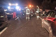 Auto si ribalta sulla strada statale 16 bis. Due feriti, uno è grave