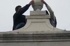 IVE, 50 anni dopo ritorna al suo posto il pinnacolo sulla torre dell'orologio (FOTO)