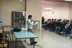 Liceo Spinelli, assemblea interlocutoria. Tutto rimandato a lunedì