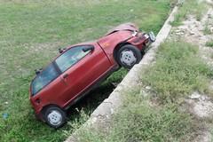 Si schianta con l'auto rubata a Giovinazzo e fugge a piedi