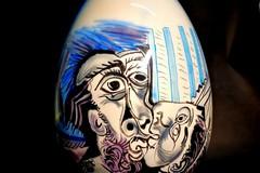 Giotti aerografa Picasso sulle uova di Pasqua. Andranno all'asta