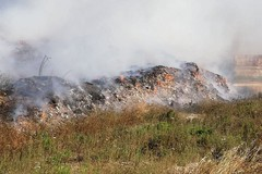 Fiamme in discarica. Incendio spento, indagini partite