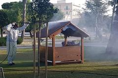 Siringa usata e sangue nel parco giochi, scatta l'allarme in Villa