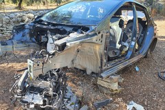 Una Ford Fiesta cannibalizzata dai ladri dei pezzi di ricambio