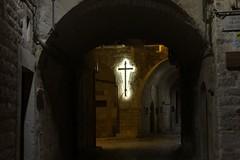 Quella croce in fondo a via Cattedrale