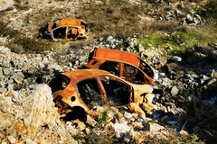 Trovate 4 scocche d'auto in una cava dismessa a San Pietro Pago