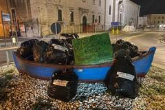 Installazione provocatoria in piazza: i chiarimenti di 2hands Giovinazzo