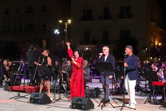 Strepitoso omaggio a Mina e Battisti dell'Orchestra Sinfonica Metropolitana di Bari