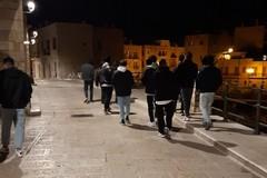 Giovani beccati in gruppo senza mascherina su via Marina: il racconto di Depalma