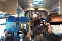 Ammassati nel regionale da Giovinazzo: la rabbia dei passeggeri