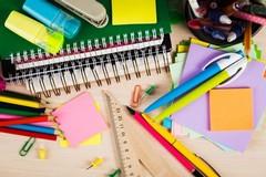 Una raccolta di materiale scolastico per i più bisognosi