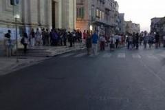 Migliaia i fedeli alla camera ardente per Monsignor Martella