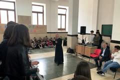 Mons. Cornacchia tra i ragazzi delle scuole superiori giovinazzesi