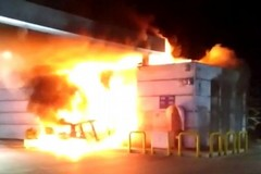 In fiamme il bar della Q8 a Palo. Usata un'auto rubata a Giovinazzo