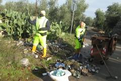 Rifiuti, ripulita dal Comune di Giovinazzo strada delle Carrare (FOTO)