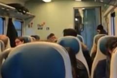 Piove nel treno: inizia male il lunedì dei pendolari giovinazzesi (VIDEO)