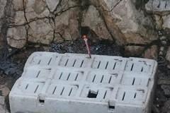 Foto schock: a Torre Gavetone siringhe usate tra gli scogli