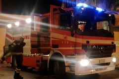 Rogo nella notte: in fiamme una Toyota Corolla Verso