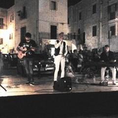 Il repertorio di Claudio Baglioni fa cantare piazza Meschino