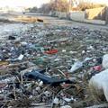 Spiagge ridotte a discariche. Scempio sul litorale sud