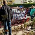 Auto si schianta sulla cabina elettrica. Energia in tilt