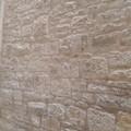 Ripulita una scritta in vico Arco Cattese