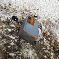 Cassaforte tagliata abbandonata sul litorale sud