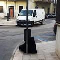 Quel cestino portarifiuti maltrattato in piazza della Vittoria