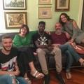 La famiglia Turturro accoglie in casa un migrante africano
