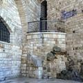 Palazzo Vescovile, ripulite parte delle scritte (FOTO)