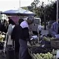 Il mercato giornaliero di Giovinazzo 30 anni fa: la memoria condivisa di Pasquale Nacci (VIDEO)