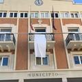 """Un lenzuolo bianco da Palazzo di Città. Giovinazzo urla forte  """"No alla Mafia """""""