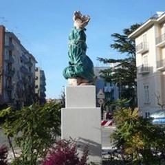 Una scultura dedicata alle donne