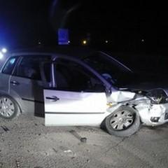 Violento scontro tra due auto, sette feriti