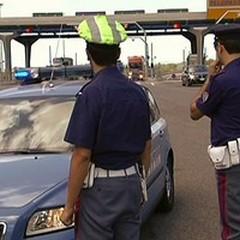 Affiancato e rapinato un portavalori sull'A14