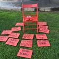Sparita la sedia rossa simbolo della lotta contro la violenza sulle donne