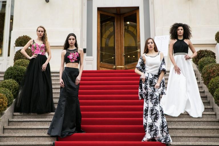 Le modelle sulla scalinata del Casinò di Sanremo