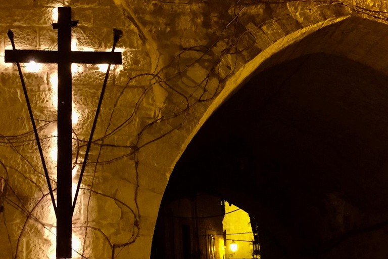 La grande croce in via Cattedrale