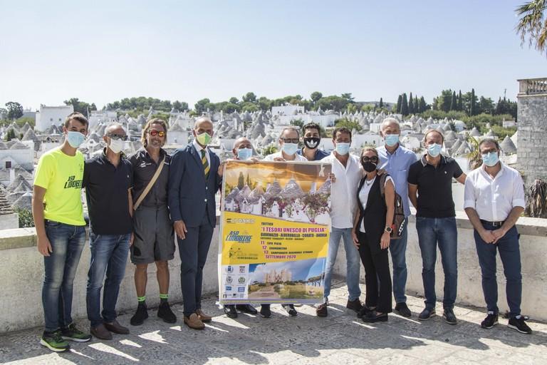 Foto di gruppo dopo la conferenza stampa